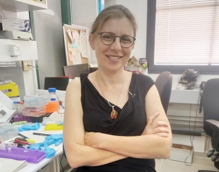 La doctora Adi Stern de la Universidad de Tel Aviv presentó un estudio sobre cepas del coronavirus