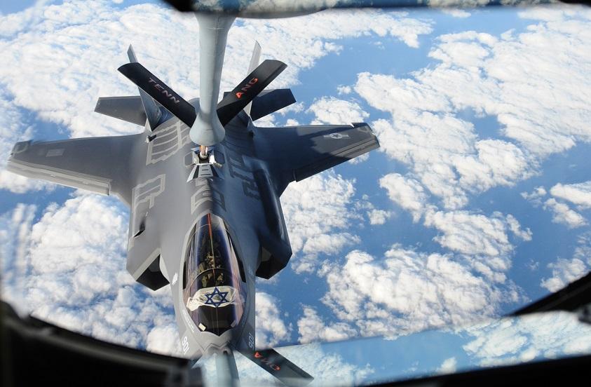 Otra imagen de los Adir en vuelo hacia Israel, en esta caso mientras recarga combustible