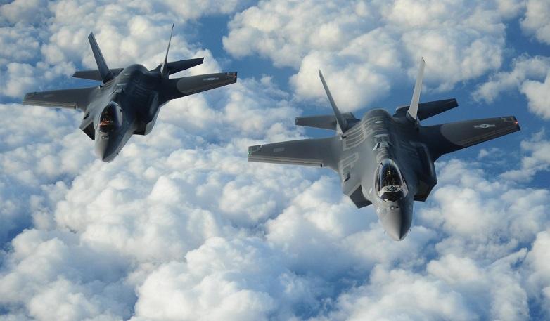 Dos flamantes F-35 en vuelo desde Estados Unidos a Israel