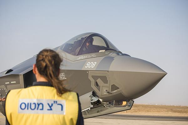 Un F-35I Adir en la base de la Fuerza Aérea de Israel en el Negev