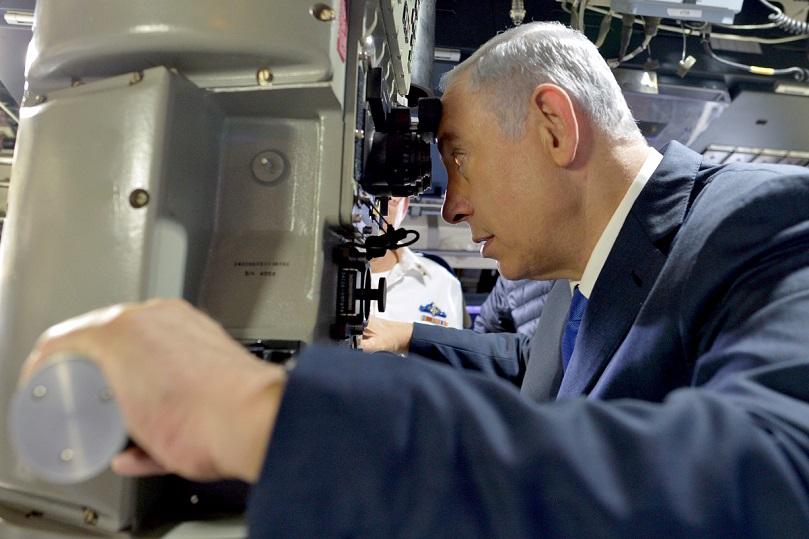 """El primer ministro de Israel, Benjamin Netanyahu, a bordo del """"Rahav"""", en el 2016"""