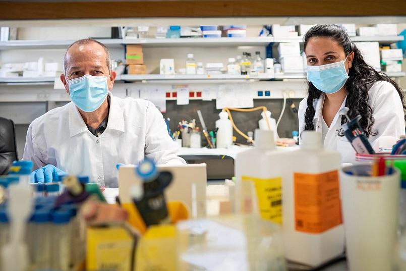 El profesor Aronheim y la doctora Avraham del Technion