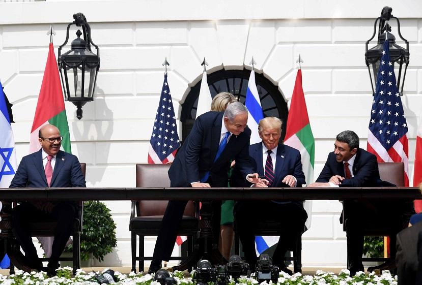 Firma de los acuerdos en la Casa Blanca
