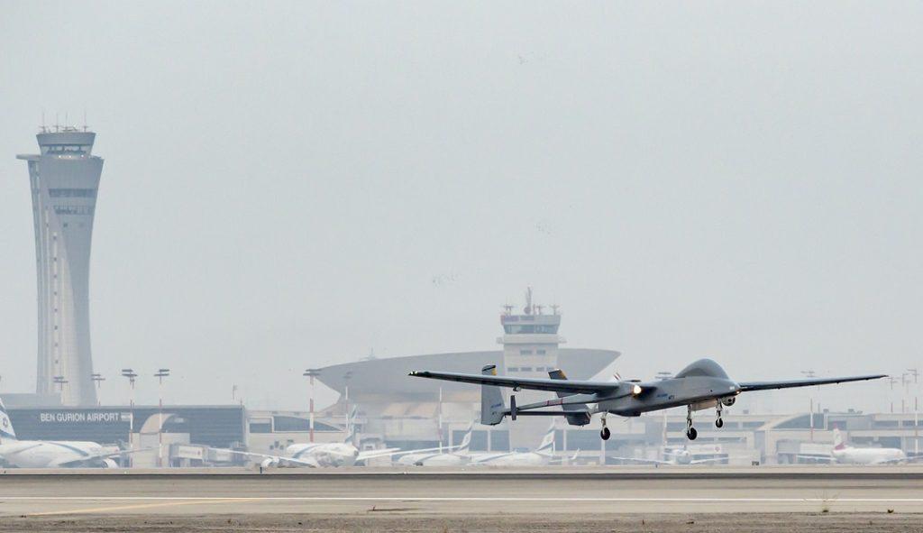Dron Heron aterrizando en el aeropuerto Ben Gurion