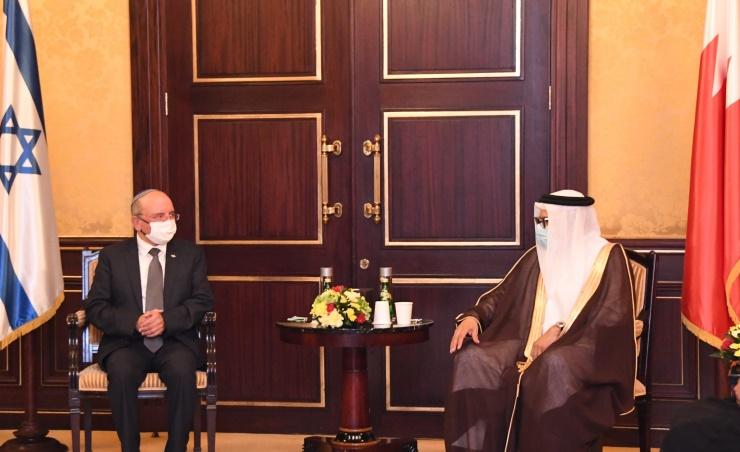 Firma de acuerdo con Bahrein