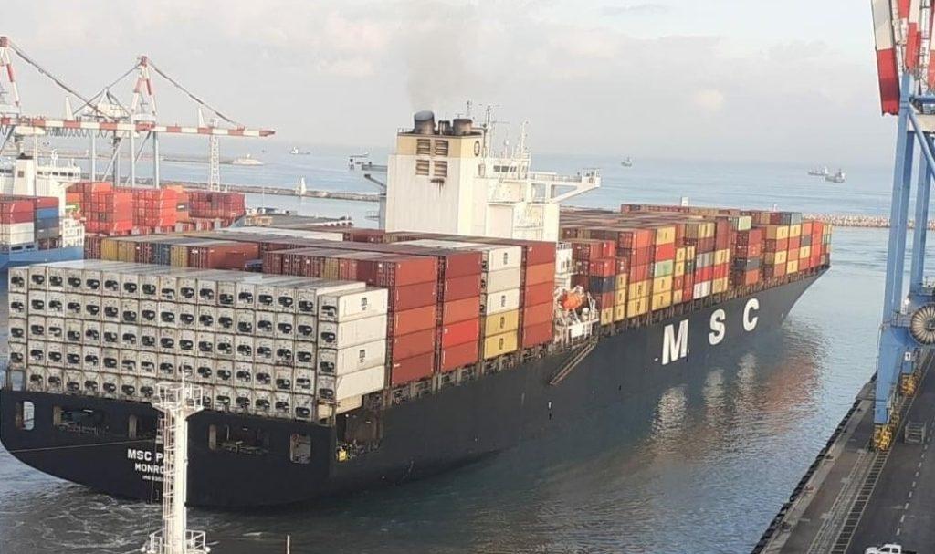 Buque de los EAU en el puerto de Haifa