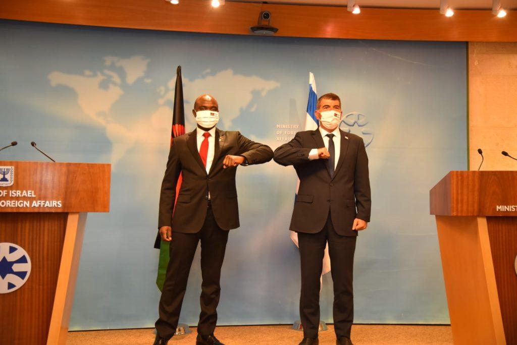 Gabi Ashkenazi y Eisenhower Mkaka
